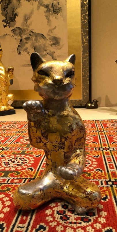 Lacquer gold beckoning cat