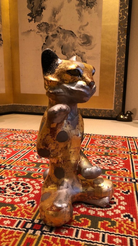 Lacquer gold beckoning cat,(tin  spots)