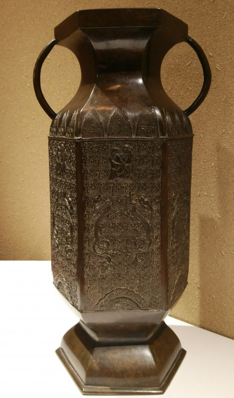 Old bronze vase dragon and hermit pattern